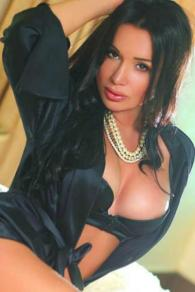 Hot Spanish Dubai Escort Uriel Knows How To Satisfy You Marina